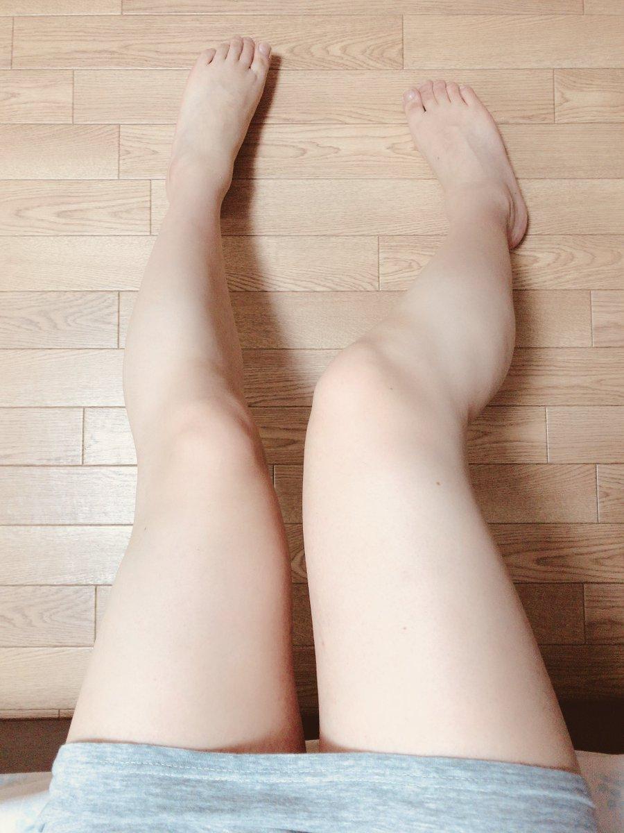 あと残念ながらこの写真の足は40歳になる中年男性のボクの足です
