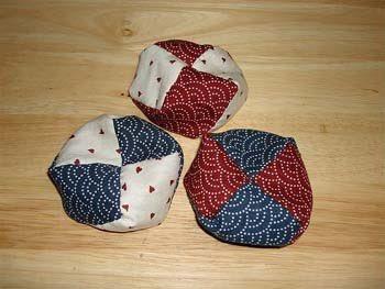 小さい頃、祖母の知り合いから貰ったお手玉、見た目こういうお手玉の一つの中身が全部人間の歯だった事があるのだが、誰かそういう呪物や風習は知らないですか