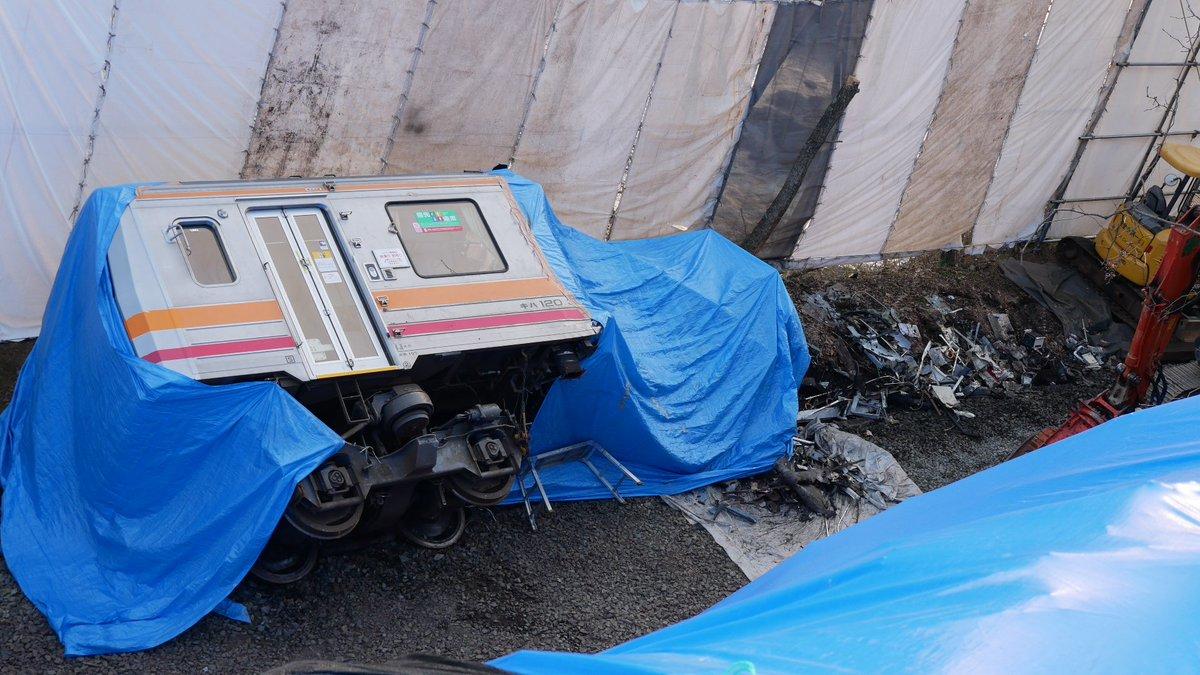 帰宅時事故現場横の市道を通ると、横転車両が解体途中でした