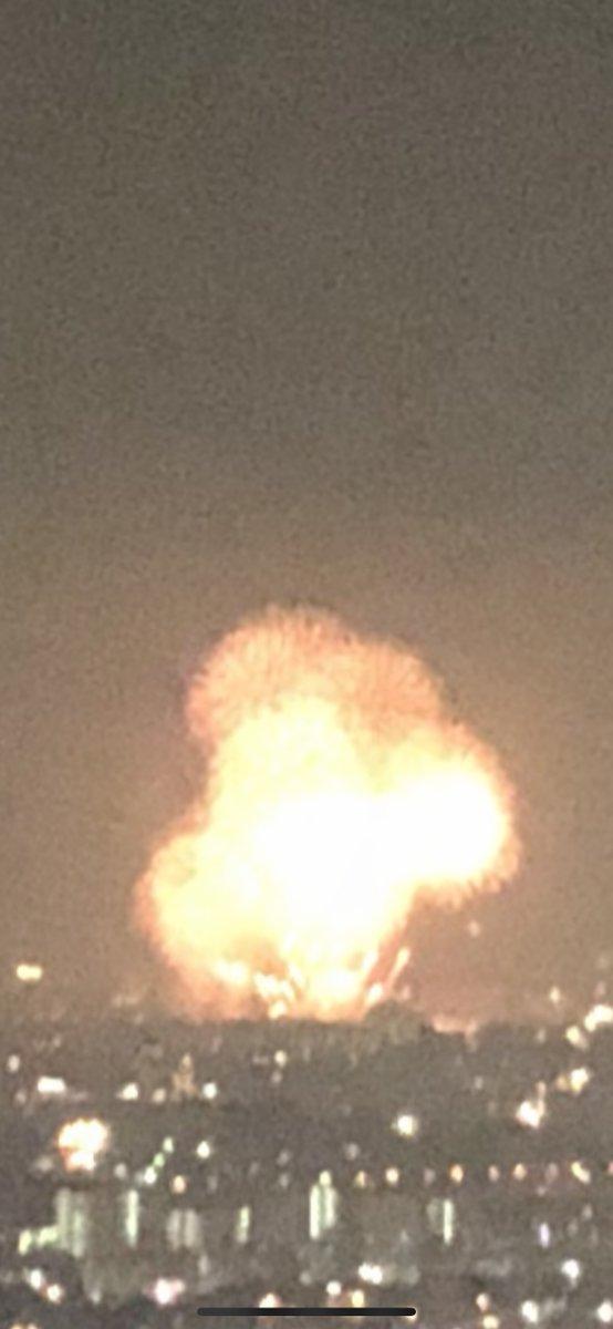 ベランダから花火見えたんだが普通に爆撃されてるようにしか見えんかった