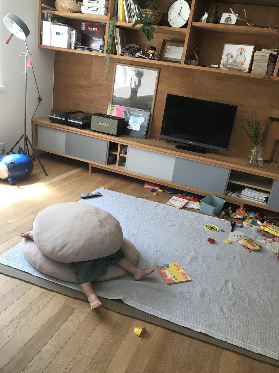 部屋をめちゃくちゃにしてハンバーガーになって寝た女の子
