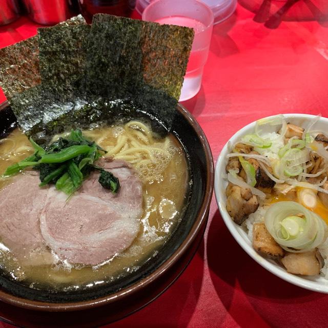 ラーメン at 山崎家  塩味と動物系の旨みのバランスが抜群!!予想以上に美味かった!! #毎日がラーメン