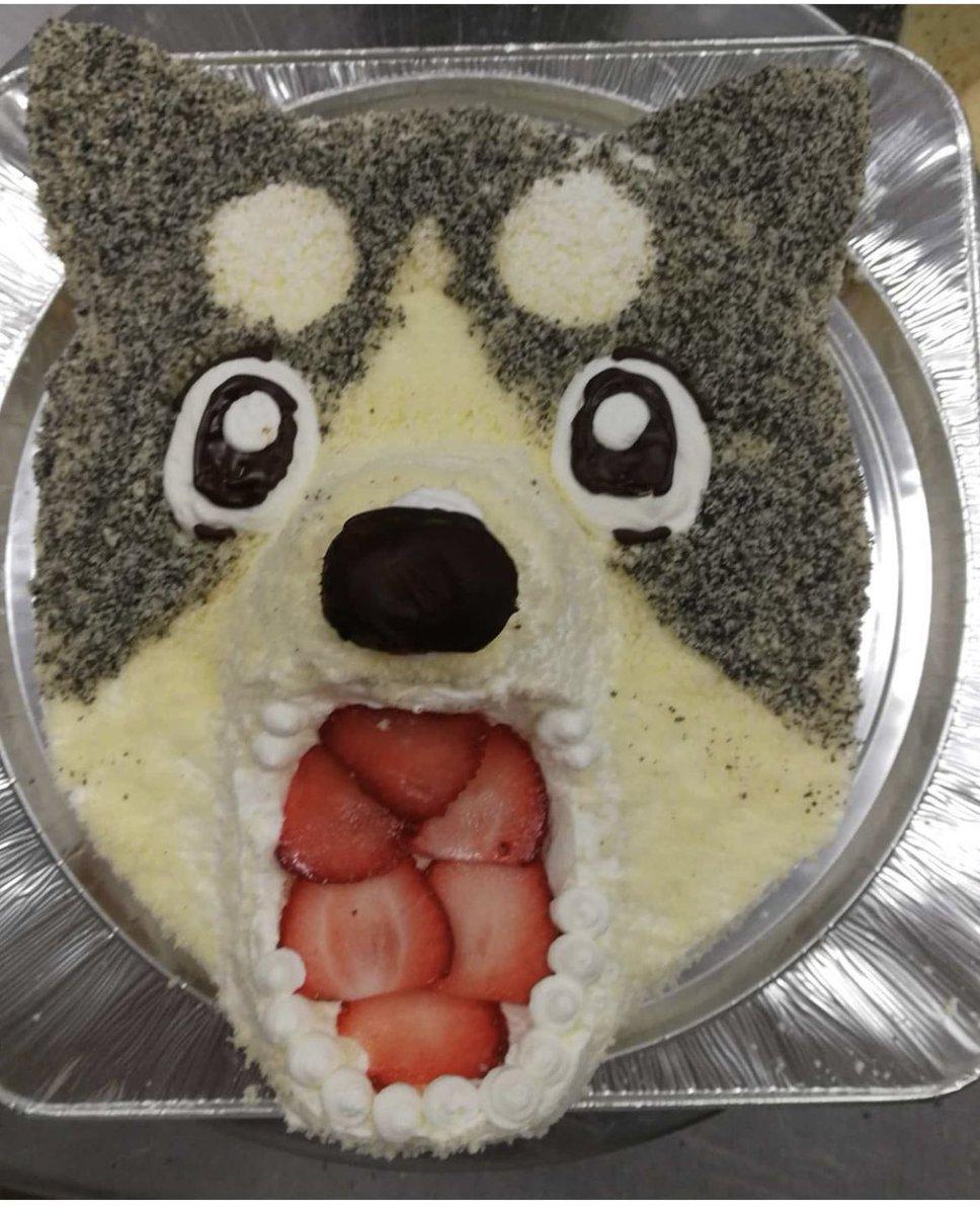 うちの地元の菓子屋、こういう犬のケーキ(左)頼んだらジャンプ往年の名作、銀牙のケーキ(右)作ってくれるの本当に草なんだ