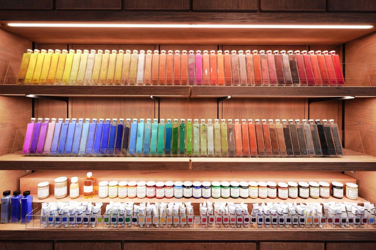 東京にある画材屋さんの展示がキレイすぎる