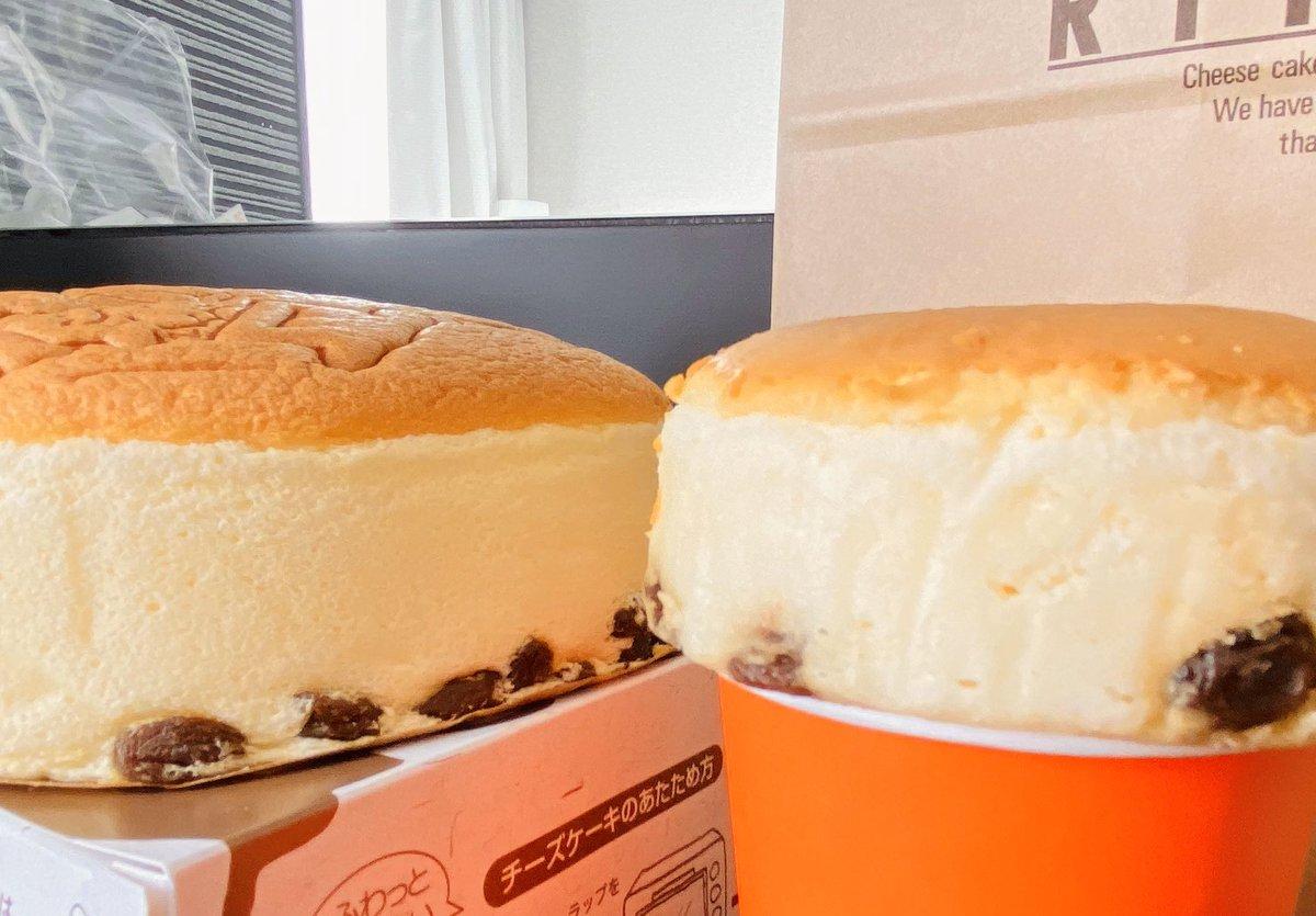 ところでこのローソンのふわふわチーズケーキとやらが見た目も味も完全にりくろーおじさんのジェネリックだよ👴横から見たらまんまりくおじ小さくしたやつ👴体がりくおじの味を覚えてるおじさんは是非試して欲しいめちゃ美味しい…👴