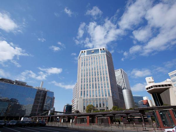 横浜駅西口から徒歩1分の好立地