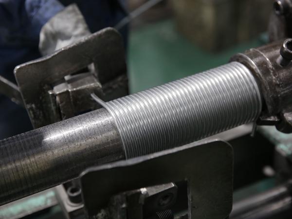 部品製造から製品組み立てまで幅広い仕事に携われます。