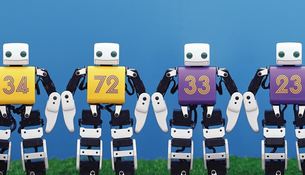 Match du football avec le robot PLEN2