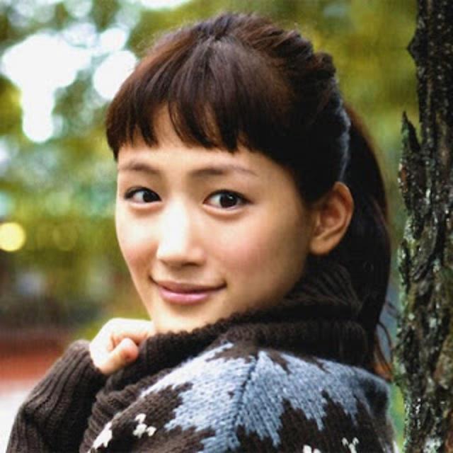 綾瀬はるか  前田敦子が前髪カットを報告!かわいいと絶賛