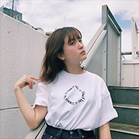 SHE IS SUMMER | SIS Tシャツ