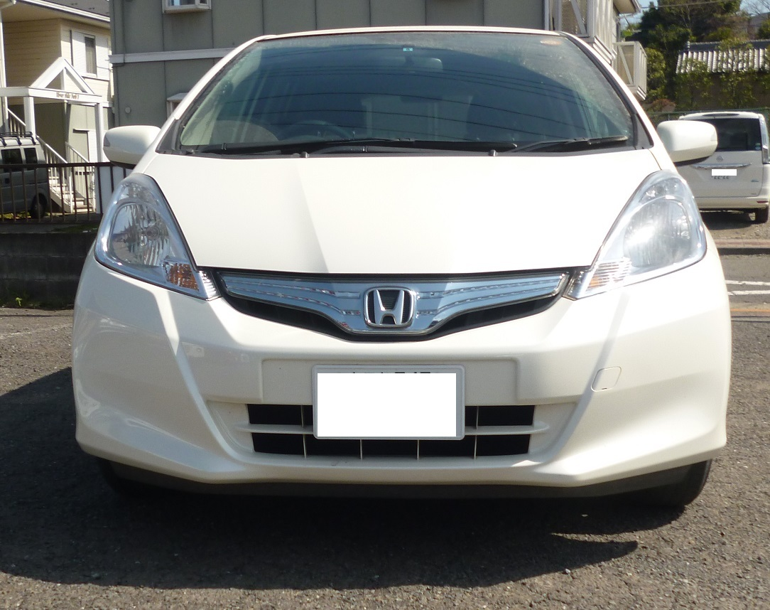 { car.getMaker()|trans }} FIT HYBRID