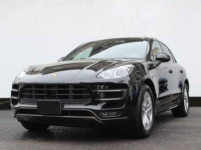 { car.getMaker()|trans }} Macan Turbo