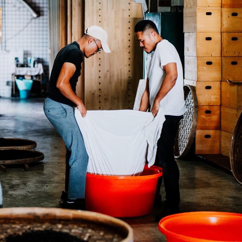 用醬油連結台灣與世界-御鼎興第三代製醬人謝宜澂與謝宜哲