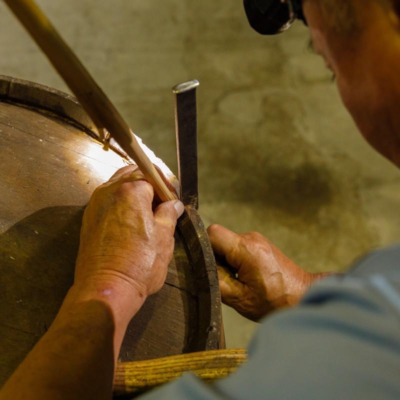 成就木桶裡的台灣之光-南投酒廠橡木桶修復師陳慶昇