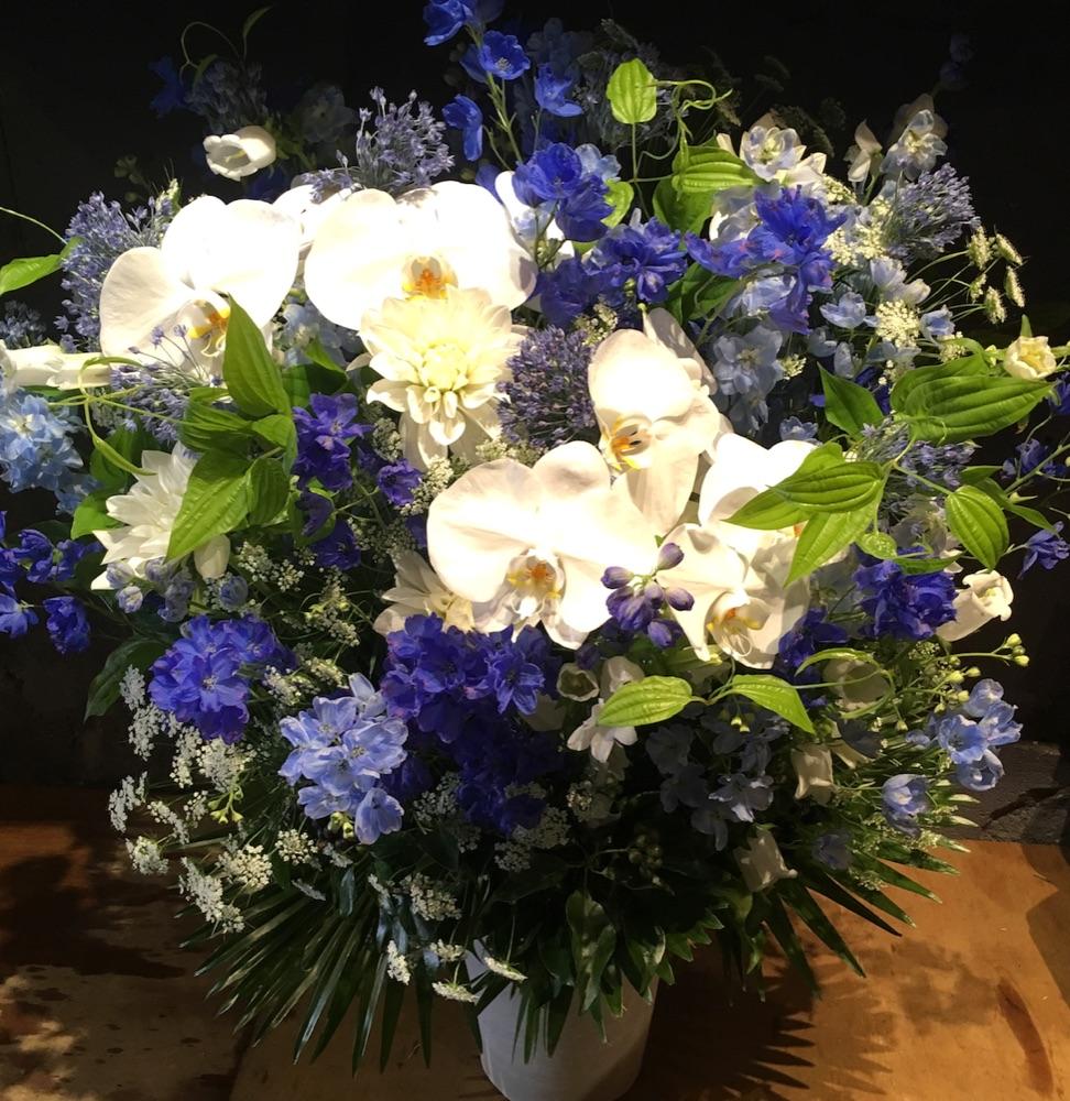 コーポレートカラーの祝い花|