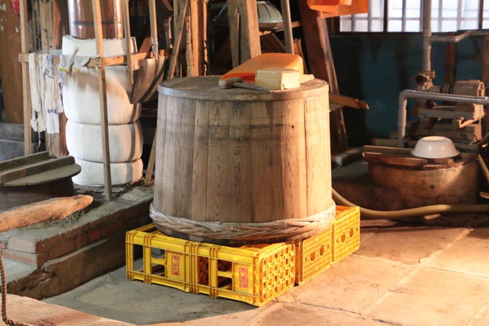 米を浸漬する木桶