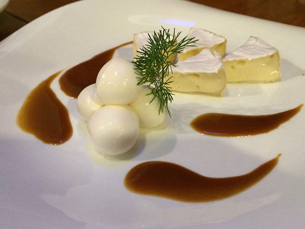 カマンベールチーズとモッツアレラチーズ