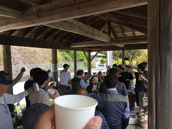 美田根田植え2017 乾杯