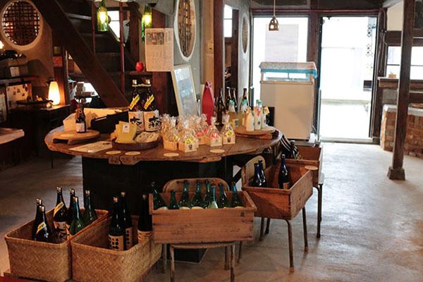 森國酒造 CAFE & BAR お酒の販売コーナー