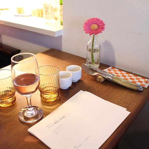 ウェルカムドリンクは伊根満開ソーダ フランス惣菜と日本酒