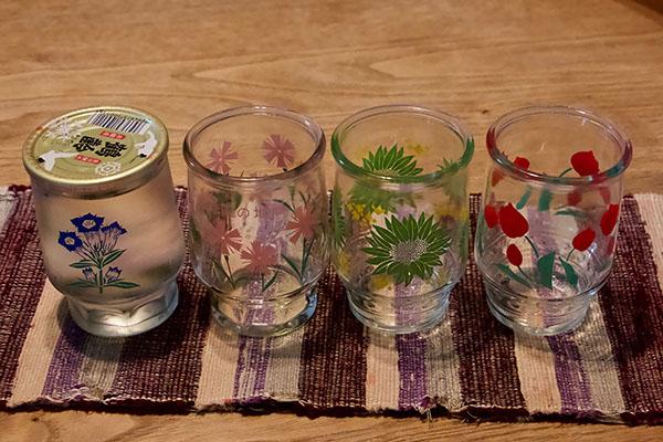 昭和な意匠のカップ酒