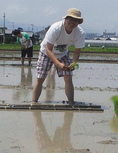 田植えをする日本酒コンシェルジュUmio