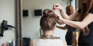 Marketing     Thương Hiệu     Chiến Lược     Bán Hàng     Truyền Thông     Thị Trường     Cộng Đồng     Toàn Bộ  Chiêu kinh doanh của salon tóc thời khó