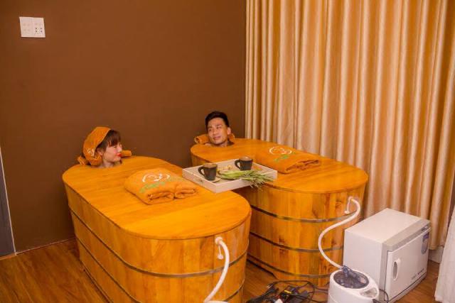 Khách hàng trải nghiệm tại Ylang Ylang