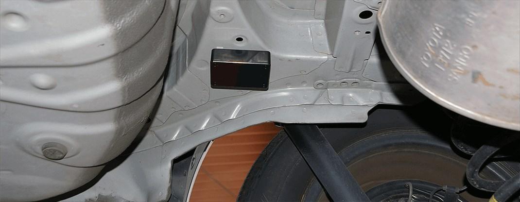 GPS車体下取り付け例