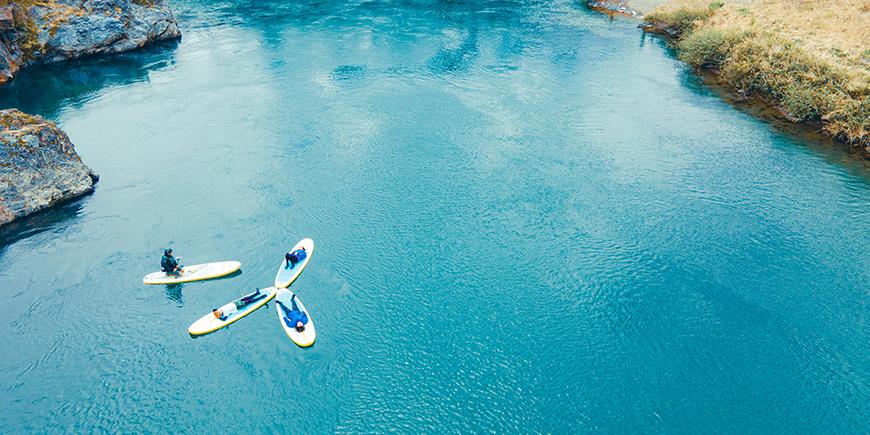 春の長良川と調和する「SUP」×「テントサウナ」ツアーのイメージ