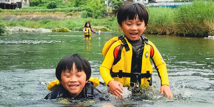 アースシップこどもの日「川遊びツアー」のイメージ