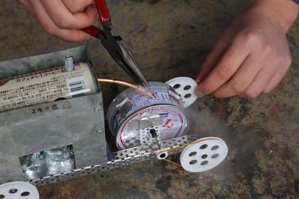 Raspberry Piを用いた計測・制御実習の体験と機械学習の実習教材(蒸気エンジンカー)の製作、次期学習指導要領の改訂作業と中学校技術科の動向について