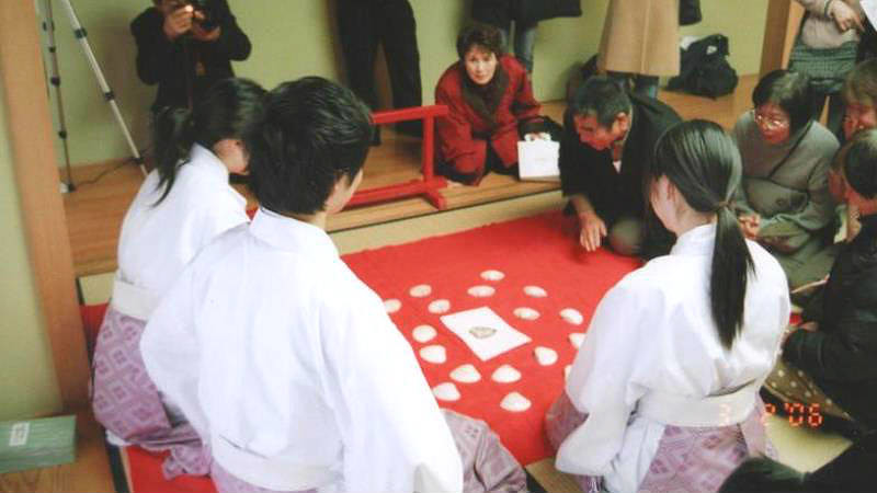 Experience an ancient game – Kaiawase