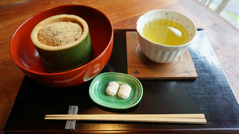 Warabi-mochi served with green-tea