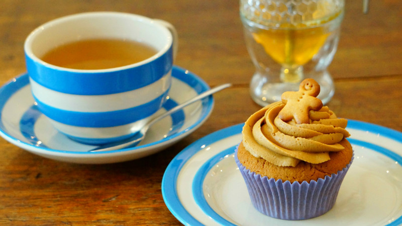 Cake Set (a choice of cake and a pot of tea or a cup of coffee)