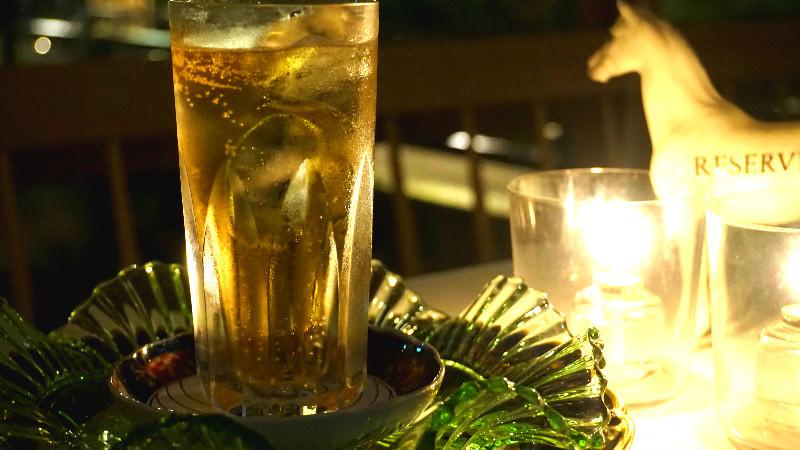 咖啡館和酒吧空間(茶與清酒屋 Tasuki/「お茶と酒 たすき」)