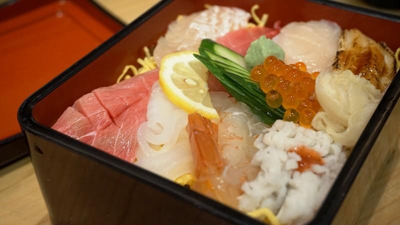 海鮮生魚片蓋飯