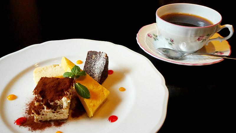 Assorted dessert + ¥300