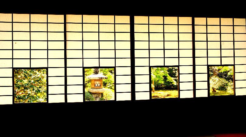 蓮華之間的色紙之窗