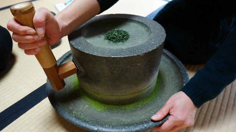 Hiki-cha (making tea powder)