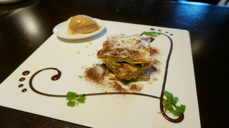 Banana mille-feuille with -196℃ chocolate ice cream