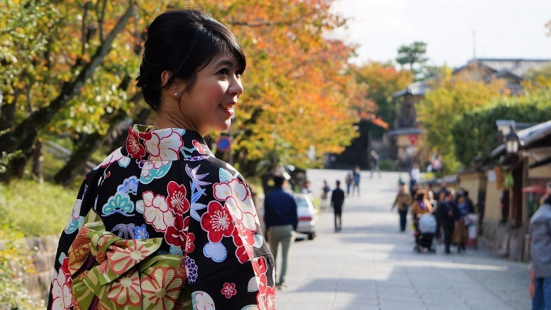 Feature 234part 2 rent a kimono and feel japanese for a day in gion as you just read gion is the most famous hamachi in kyoto so you stand a chance to see a real maiko but you probably also want to wear a kimono yourself solutioingenieria Choice Image