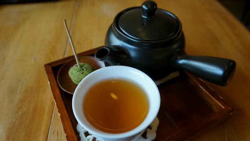 盛在茶壺中的豆渣 (Okara) 茶