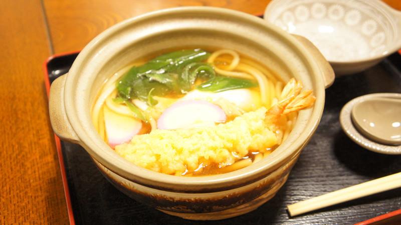 Nabeyaki udon with fried shrimp