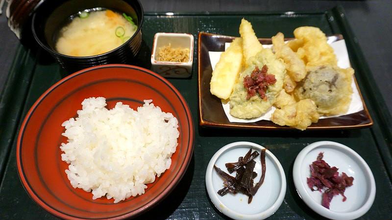 Tsukemono tempura meal set