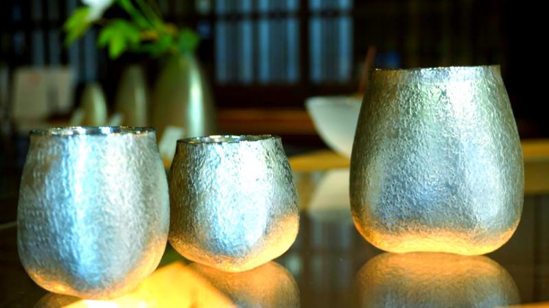 Enjoy sake in beautiful sake cups