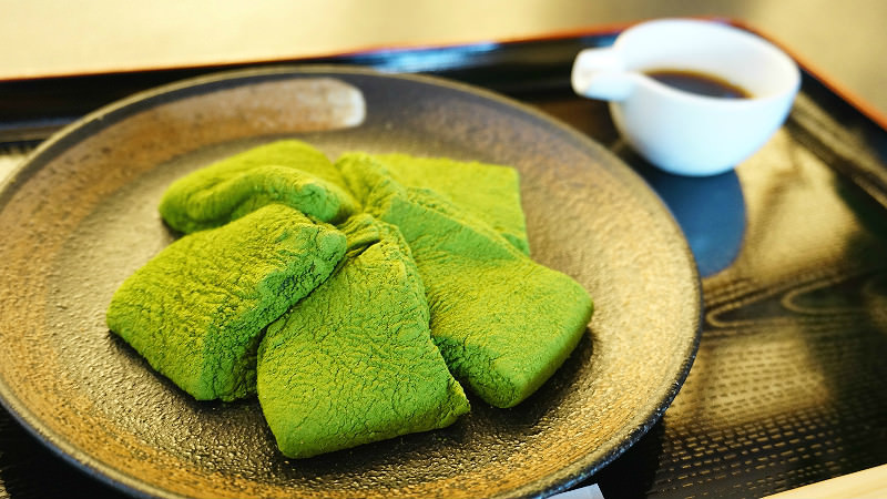 Bracken starch mochi (Matcha & Brown sugar syrup)