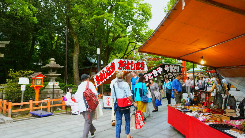 Eating some street food at the food stalls of Yasaka Shrine!