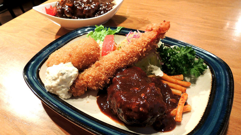 """""""B"""" lunch/ Hamburger steak, deep-fried shrimp and croquette or deep-fried white fish"""