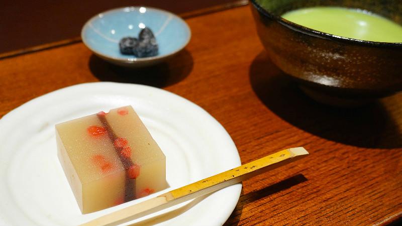 品嚐季節性的 Namagashi 和抹茶